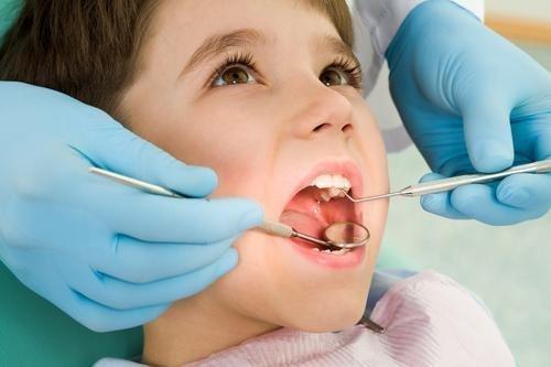 Prima consultație stomatologică a copilului de 3 ani+